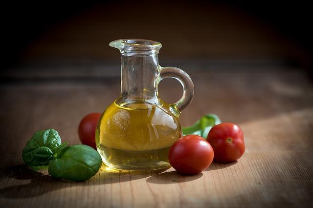 Oliiviöljy kruunaa maun